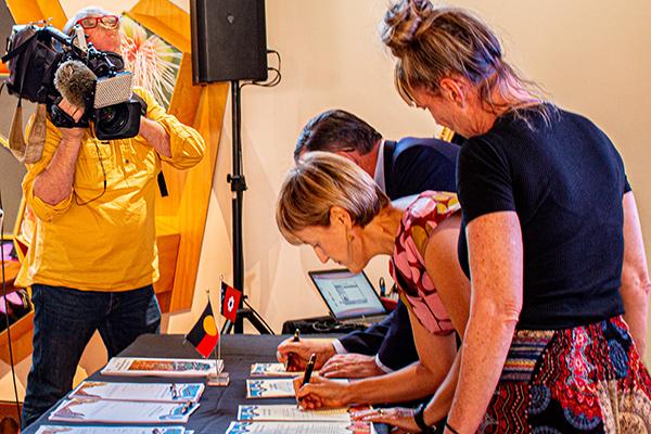 Signing the Aboriginal Justice Agreement Michael Gunner, Deborah Di Natale and NAAJA Chief Executive Officer Priscilla Atkins.